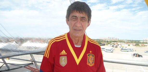 Cantor Fagner na Copa das Confederações ao ganhar camisa da Espanha