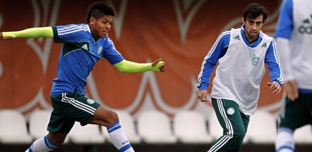 Valdivia participou do coletivo desta quinta-feira no Palmeiras