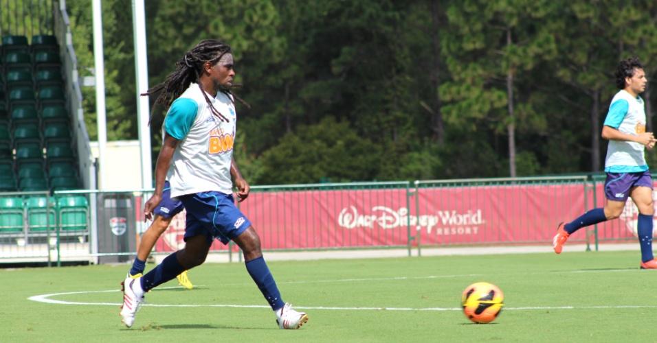 Volante Tinga participa de treino do Cruzeiro durante intertemporada nos Estados Unidos (26/6/2013)