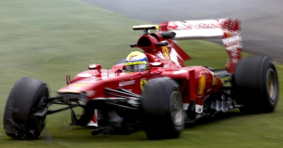 28.jun.2013 - Felipe Massa bateu sua Ferrari durante a segunda sessão de treinos livres em Silverstone