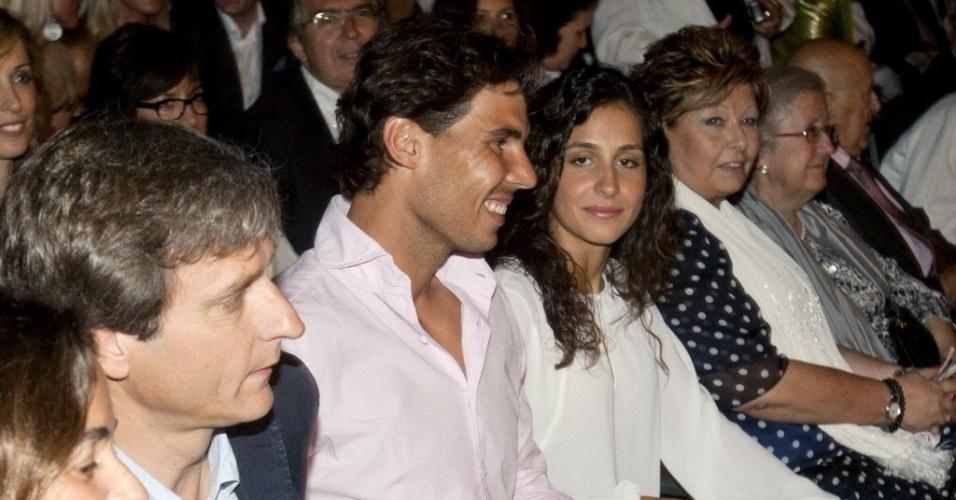 Após ser eliminado em Wimbledon na primeira rodada, Rafael Nadal foi a show de Julio Iglesias em Barcelona, acompanhado de sua namorada