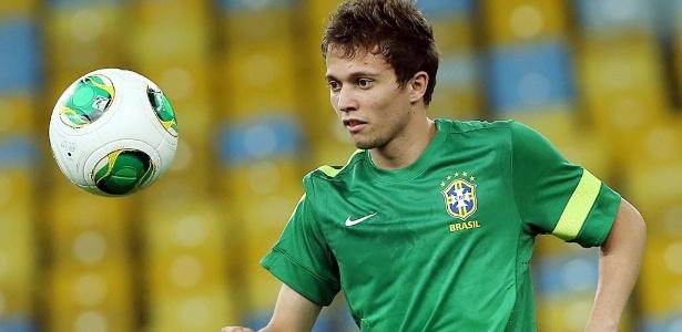 Bernard deverá ser o substituto de Hulk na seleção brasileira no amistoso com a Austrália
