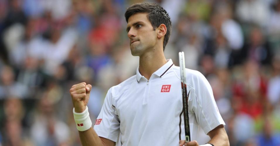 Djokovic celebra ponto na vitória sétima vitória da carreira sobre Jeremy Chardy