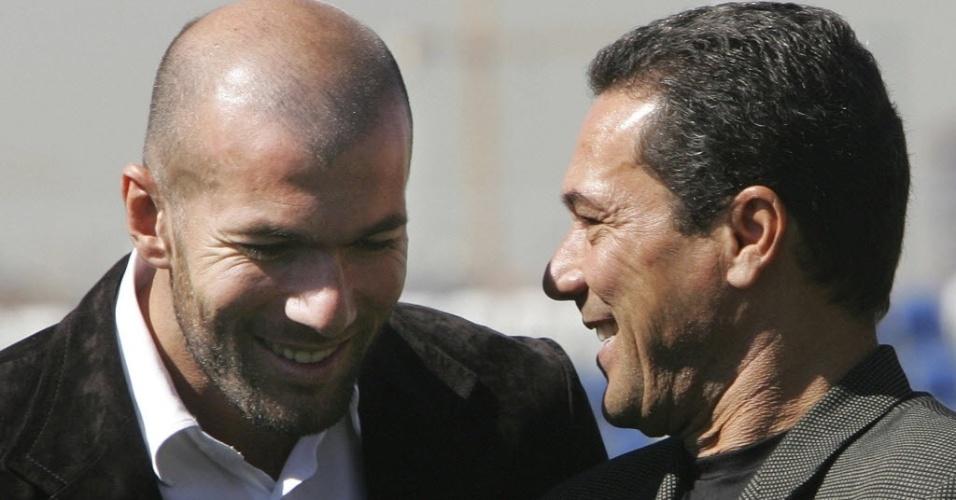 Vanderlei Luxemburgo conversa com Zinedine Zidane