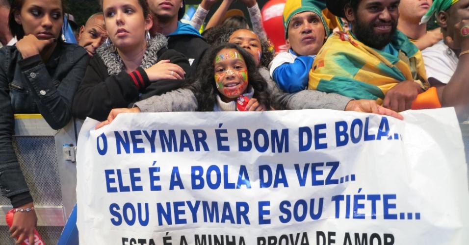 30.06.2013 - Neymarzete mirim marcou presença na festa da seleção brasileira no Anhangabaú