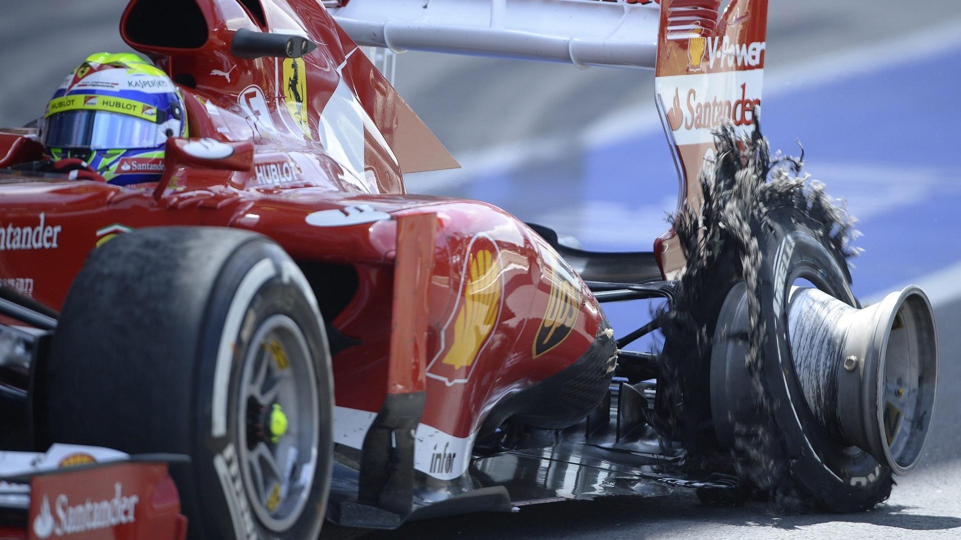30.jun.2013 - Felipe Massa chega aos boxes após pneu estourar durante o GP da Inglaterra