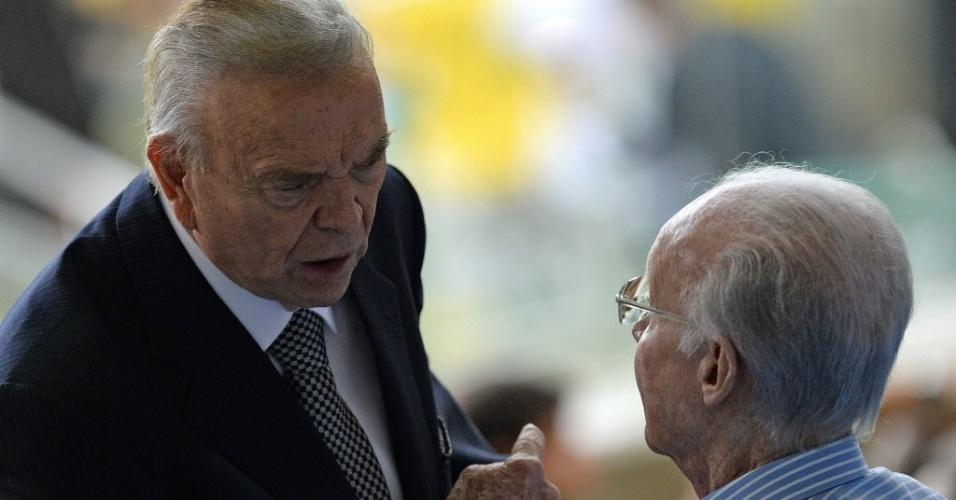 Jose Maria Marin (esq.), presidente da CBF, conversa com Zagallo durante final da Copa das Confederações entre Brasil e Espanha
