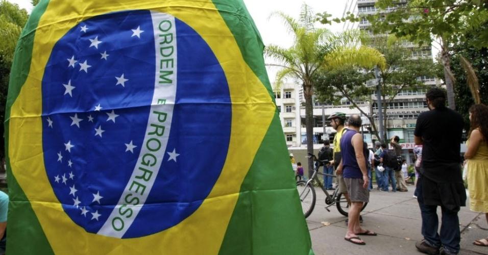 Manifestação começou na praça Saens Peña e segue até o Maracanã, palco da final da Copa das Confederações
