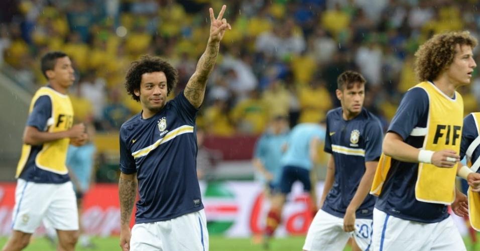 Marcelo, lateral da seleção brasileira, gesticula durante aquecimento para a final da Copa das Confederações contra a Espanha