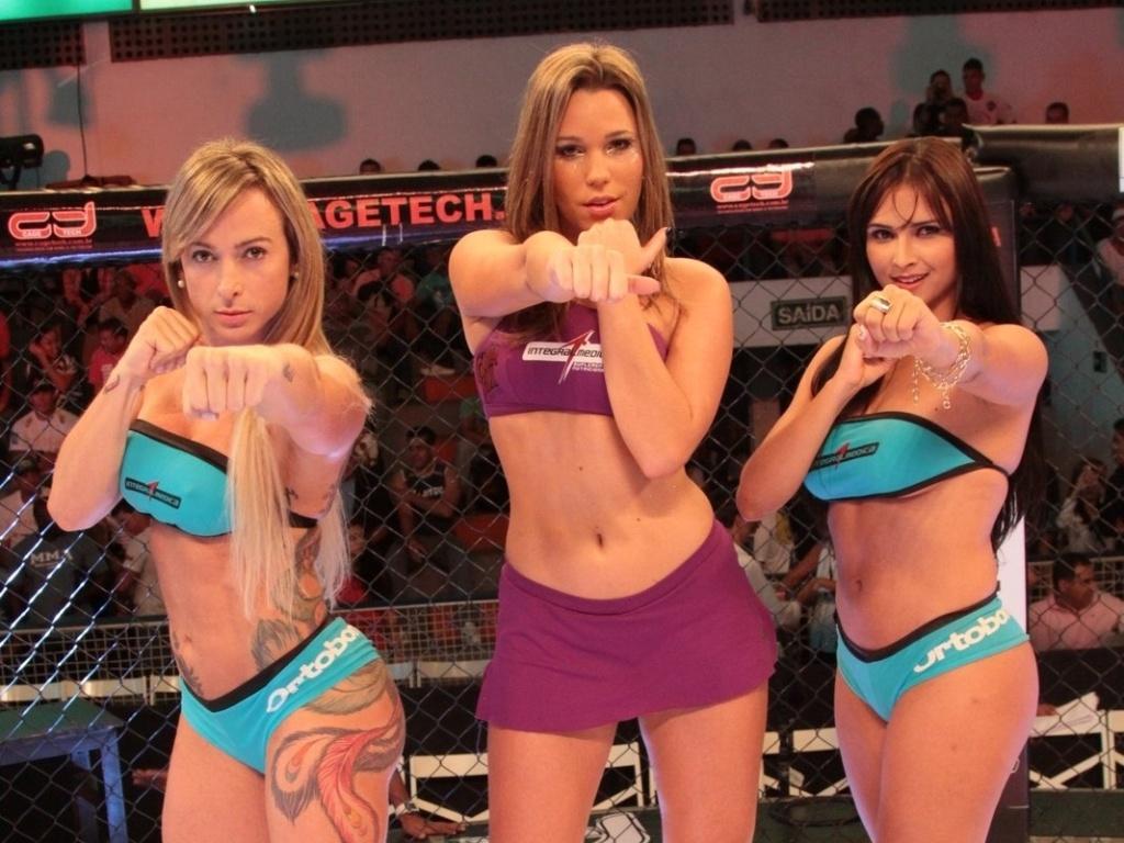 Ring girls do Jungle Fight posam durante a noitada em Barra do Piraí (RJ); Geisa Vitorino (e) e Syllvia Andrade tiveram a companhia da ex-BBB Marien Carretero (centro)