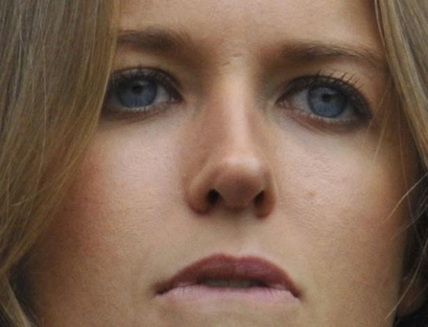 01.jul.2013 - Kim Sears, namorada de Andy Murray, acompanha o jogo do britânico contra Mikhail Youzhny