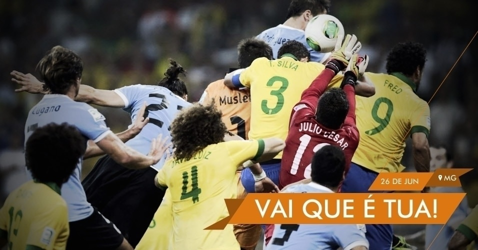 VAI QUE É TUA! - Julio Cesar sobe para espalmar a bola em cobrança de escanteio do Uruguai no último lance da semifinal com o Brasil. Seleção ganhou o jogo por 2 a 1 e se classificou para a decisão