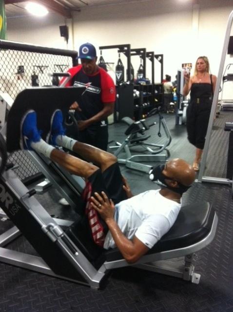 02.jul.2013 - Anderson Silva realiza sessão de exercícios durante treino para enfrentar Chris Weidman pelo UFC 162