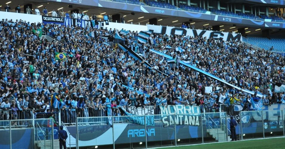 Grêmio põe 5 mil pessoas em primeiro treinamento comandado por Renato Gaúcho (02/07/2013)