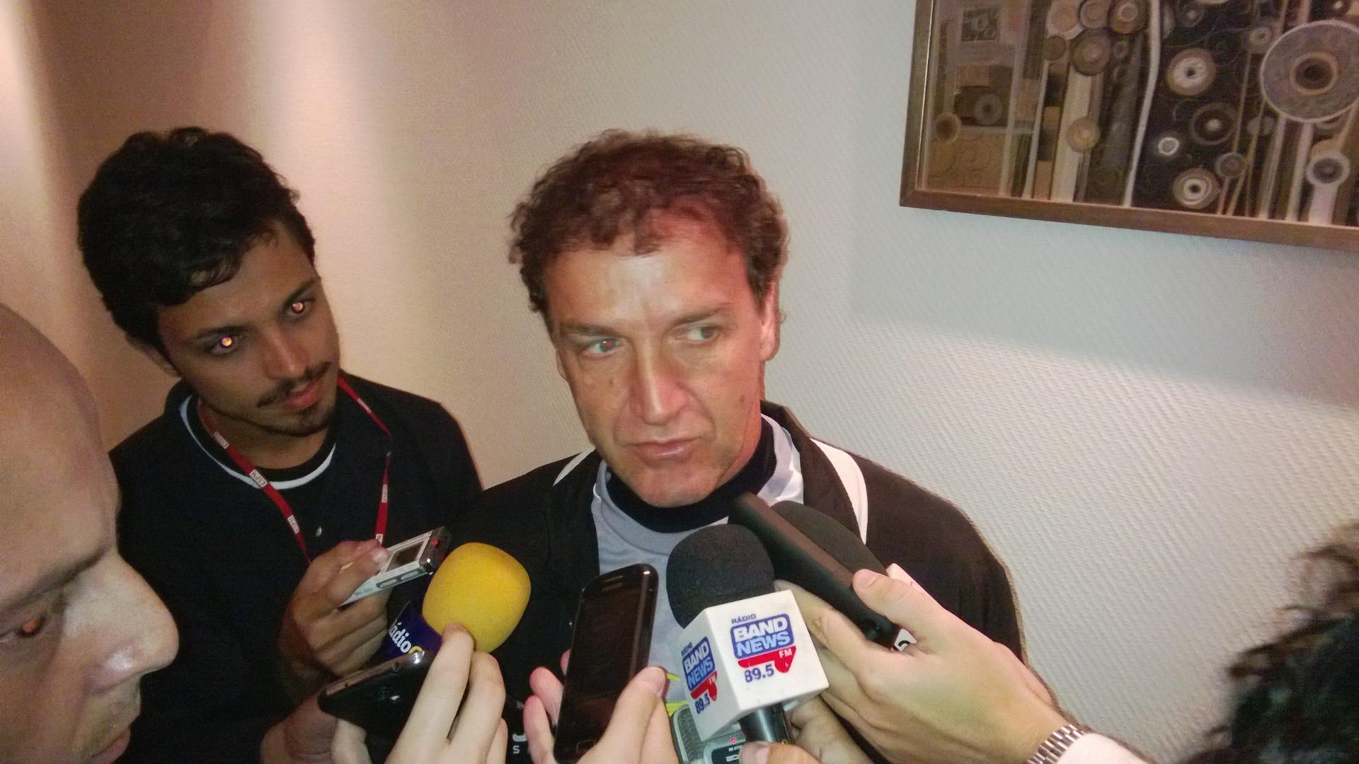 Técnico Cuca, do Atlético-MG, concede entrevista coletiva em Rosário, na Argentina (2/7/2013)