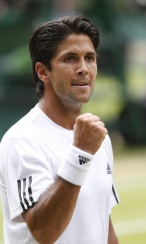 03.jul.2013 - Fernando Verdasco vibra ao ganhar o segundo set sobre Andy Murray e abrir 2 a 0 na partida válida pelas quartas de final