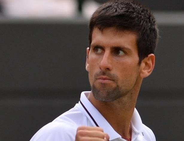 03.jul.2013 - Novak Djokovic vibra ao vencer o 1° set no duelo contra Tomas Berdych nas quartas de Londres