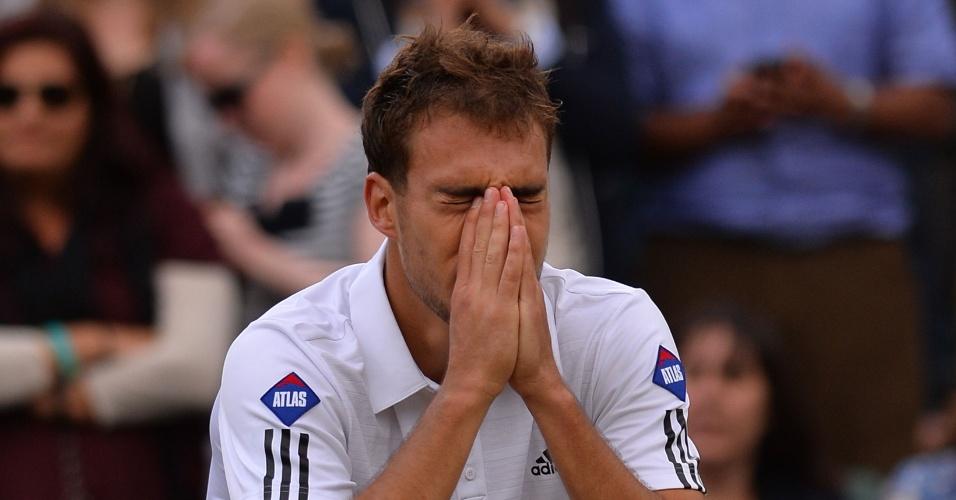 03.jul.2013 - Polonês Jerzy Janowicz se emociona após a vitória sobre o compatriota Lukasz Kubot pelas quartas de final de Wimbledon