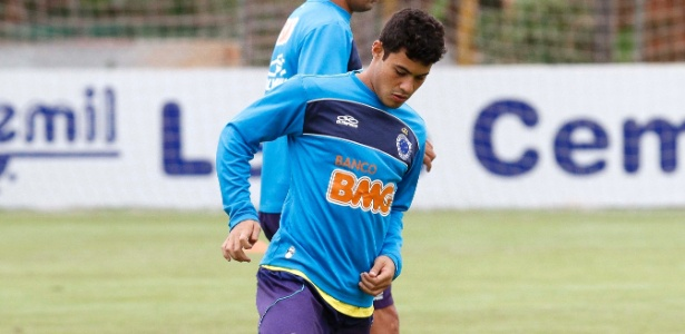 Vinícius Araújo se revezou no ataque com Anselmo Ramon durante treino nesta quarta