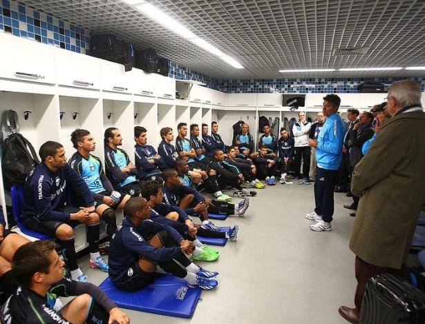 Renato Gaúcho conversa com jogadores do Grêmio e impões regras