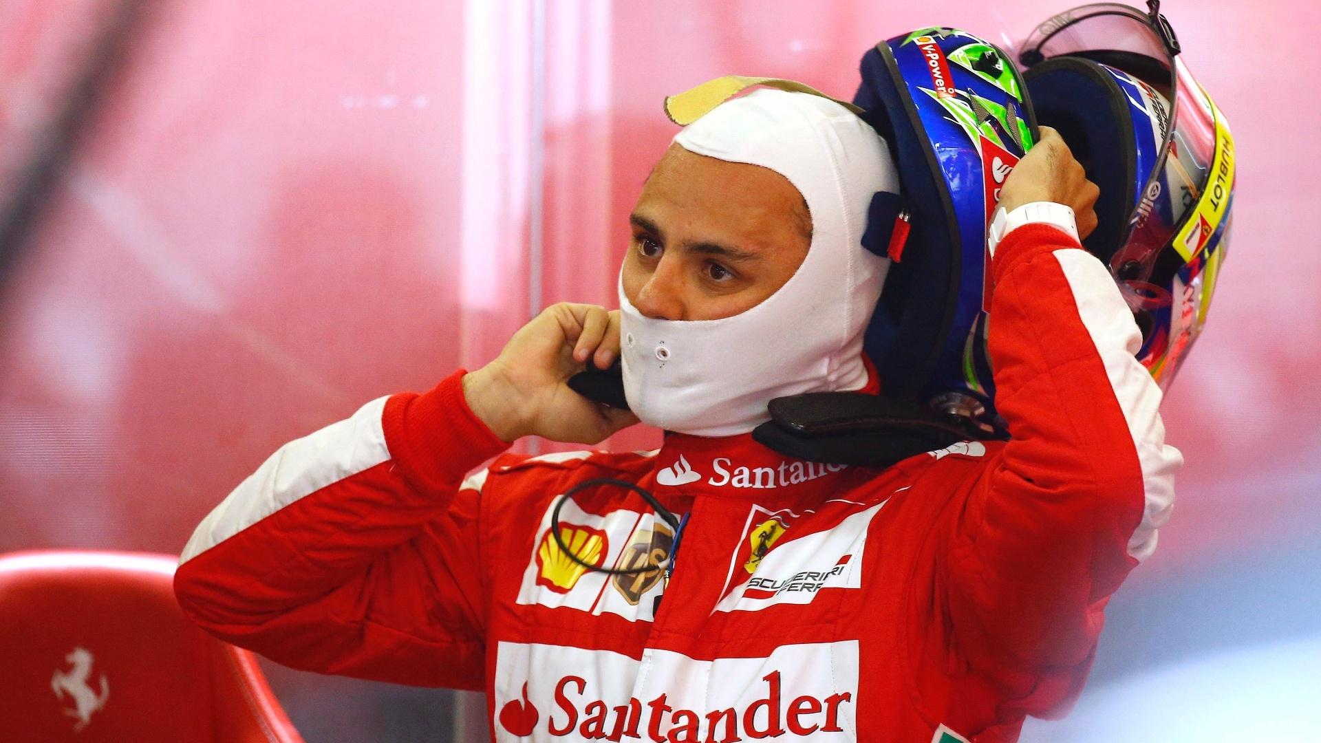 05.jul.2013 - Brasileiro Felipe Massa retira seu capacete durante o primeiro treino livre para o GP da Alemanha