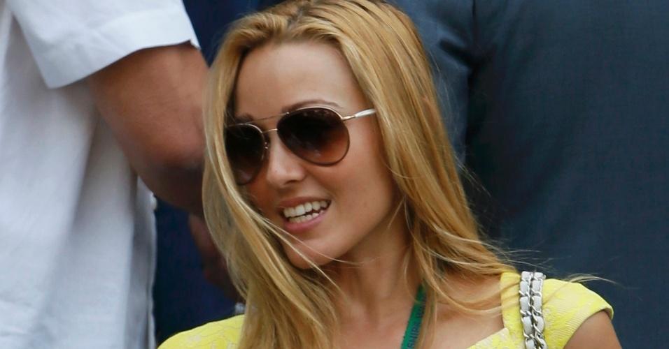 05.jul.2013 - Namorada de Novak Djokovic, Jelena Ristica acompanha a partida do sérvio contra Juan Martin del Potro pelas semifinais de Wimbledon