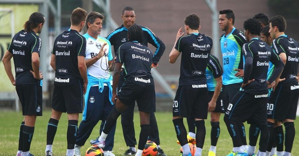 Técnico Renato Gaúcho conversa com o grupo de jogadores do Grêmio em treino no suplementar do Estádio Olímpico (04/07/2013)