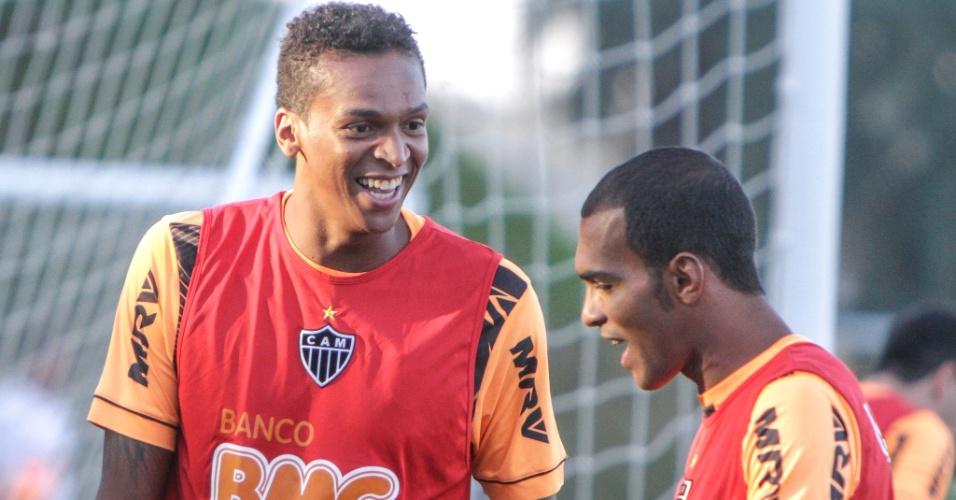 Jô e Richarlyson durante treino do Atlético-MG na Cidade do Galo (5/7/2013)