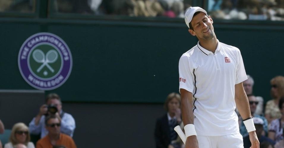 Djokovic lamenta após perder disputa longa de ponto e faz cara de desânimo
