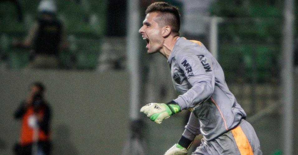 11 jul 2013 - Goleiro Victor comemora defesa do pênalti que garantiu classificação do Atlético-MG