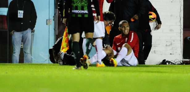 Maurides fez o terceiro gol com Inter contra o América e se machucou ao comemorar