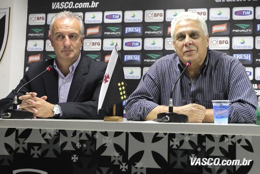 O técnico Dorival Júnior é apresentado ao lado do presidente Roberto Dinamite no Vasco (11/07/2013)