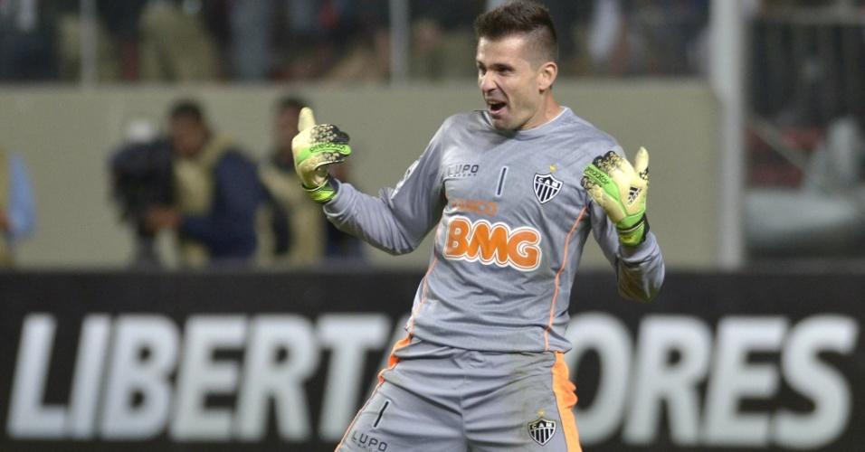 Victor, goleiro do Atlético-MG, comemora a classificação de sua equipe para a final da Libertadores