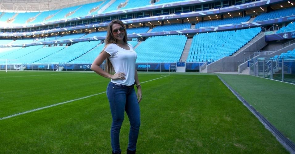 Carolina Portaluppi, filha do técnico Renato Gaúcho, acompanha o treino do Grêmio na Arena 912/07/2013)
