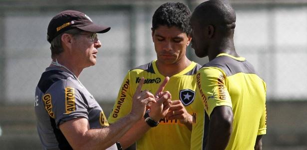 Oswaldo de Oliveira aposta em Seedorf e Renato no duelo em Porto Alegre no domingo