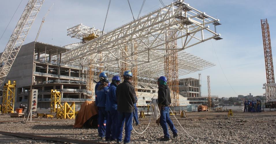 16.07.2013 - Itaquerão inicia montagem da cobertura no setor sul