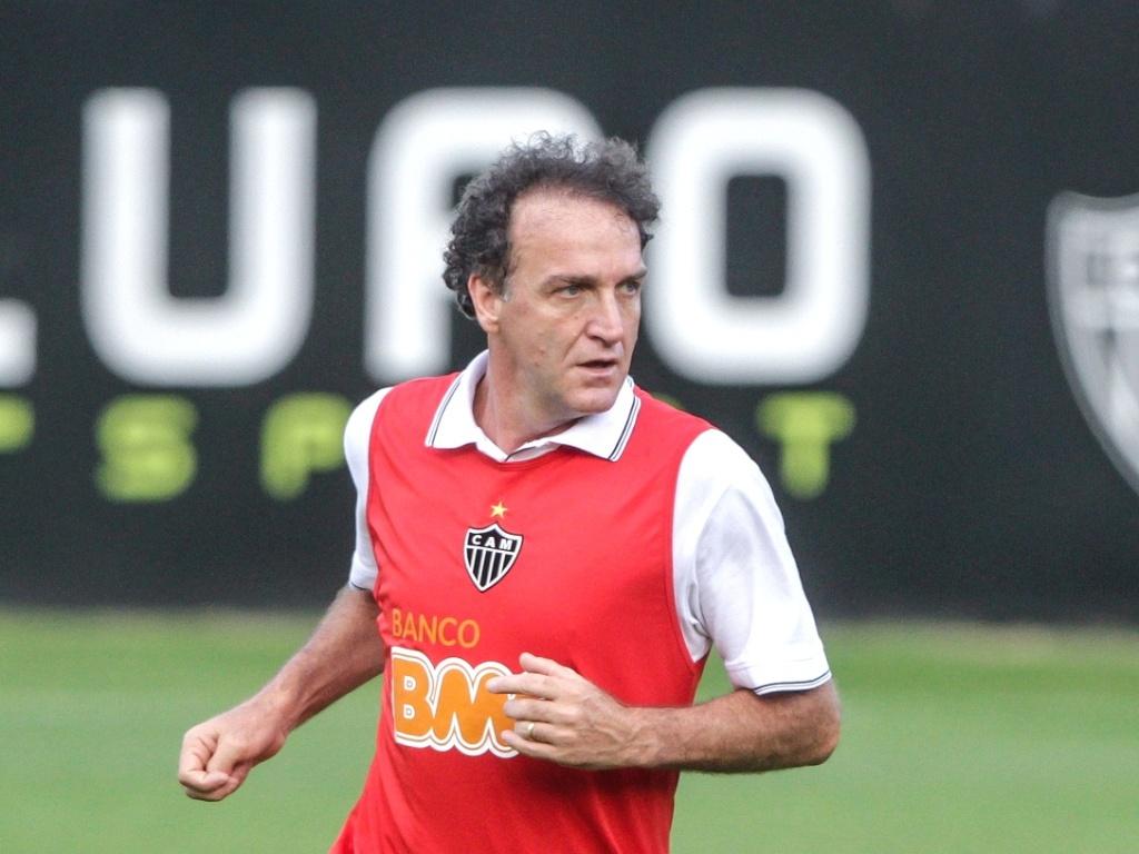 Técnico Cuca durante treino do Atlético-MG na Cidade do Galo (19/7/2013)