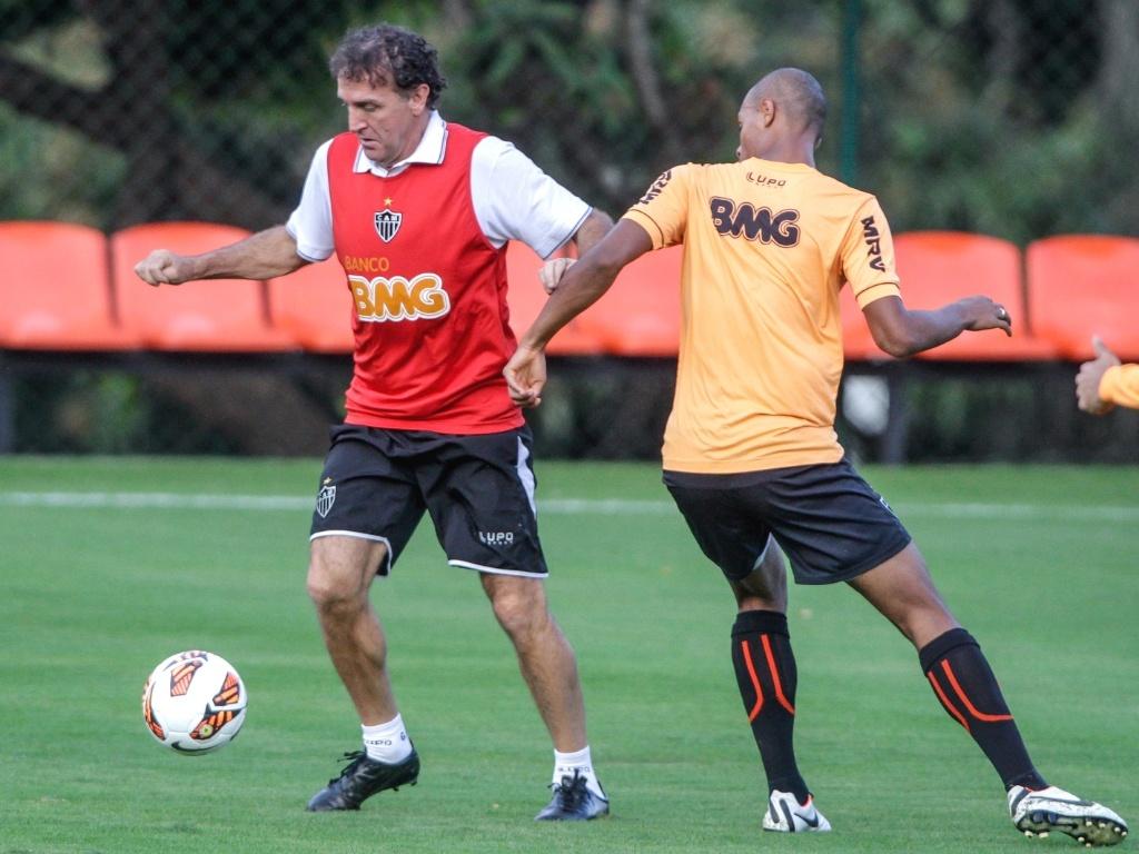 Técnico Cuca participa de treino do Atlético-MG na Cidade do Galo (19/7/2013)