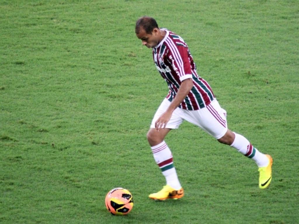 21.07.13 - Carlinhos faz jogada pelo Fluminense contra o Vasco pelo Campeonato Brasileiro