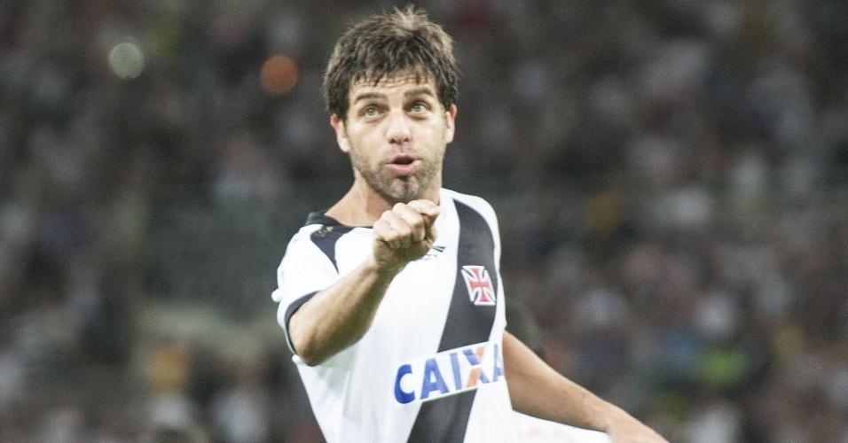 21.07.13 - Juninho Pernambucano comemora gol do Vasco no clássico contra o Fluminense pelo Brasileirão
