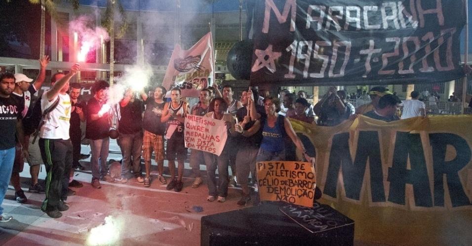 21.07.13 - Manifestantes reclamam pela