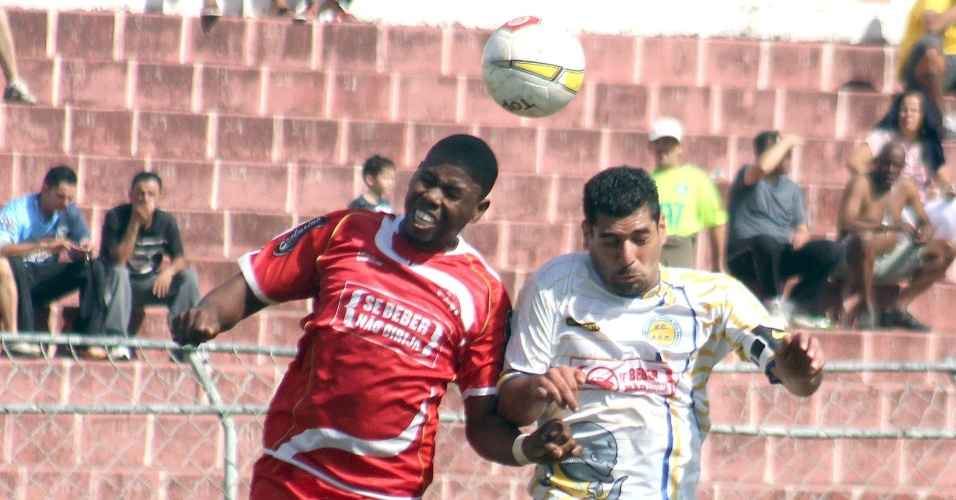 Jardim São Carlos (branco) empatou por 1 a 1 com o Noroeste (vermelho)