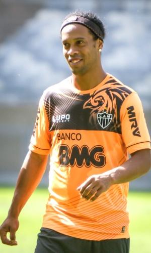 Ronaldinho Gaúcho durante treino do Atlético-MG no Mineirão (21/7/2013)