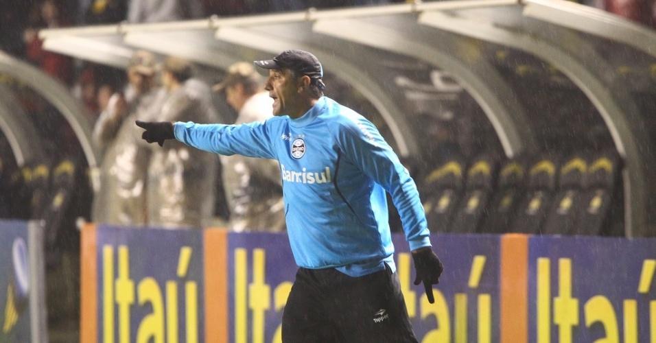 Técnico Renato Gaúcho comanda o Grêmio na partida contra o Criciúma no Heriberto Hülse (20/07/2013)
