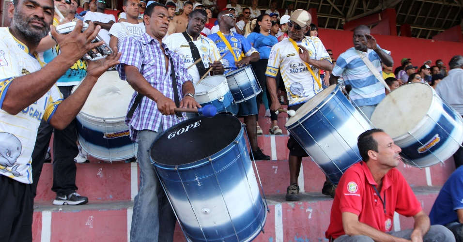 Torcida marcou presença no duelo entre Jardim São Carlos e Noroeste