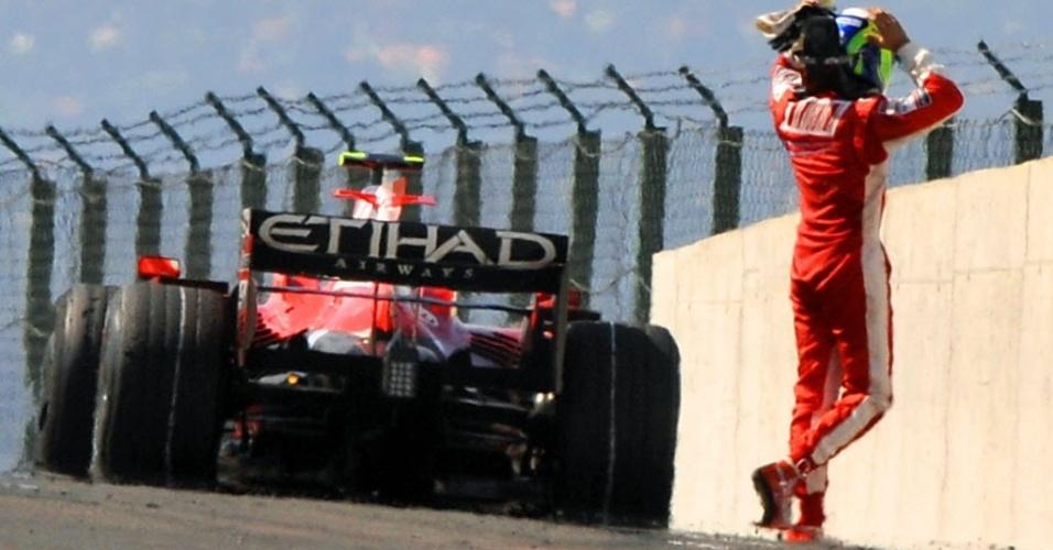 Felipe Massa se desespera após Ferrari parar a 3 voltas do fim no GP da Hungria de 2008