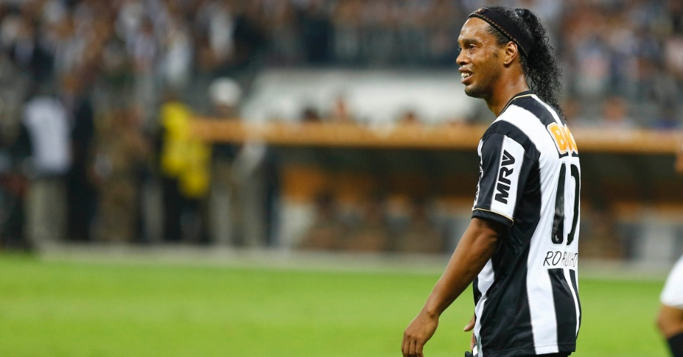 24.07.2013 - Ronaldinho Gaúcho faz cara de poucos amigos durante partida do Atlético-MG