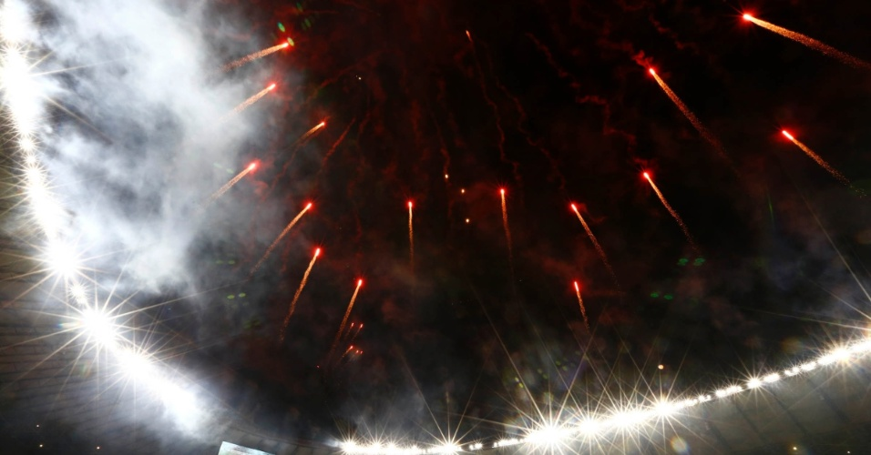 24.07.2013 - Fogos de artifício irrompem o céu do Mineirão antes da final da Libertadores