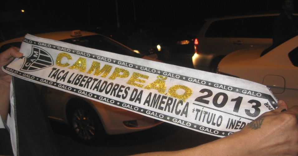 Ambulante vence faixa com o Atlético-MG campeão da Libertadores em volta do Mineirão (24/7/2013)