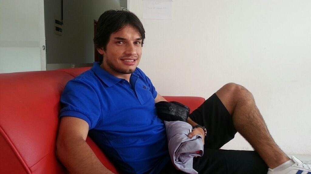 O meia Tiago Real fez exames médicos e assinou com o Náutico por um ano